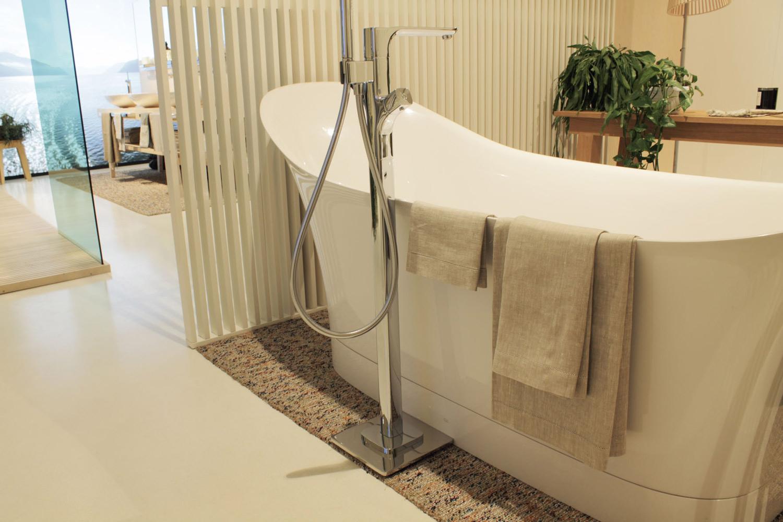 Asciugamani e teli bagno in puro lino per showroom axor - Showroom bagno milano ...